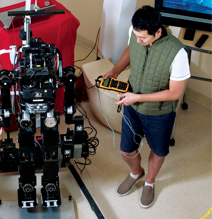 UNLV students build a disaster response robot that can turn a valve, climb a ladder and move over rugged terrain.